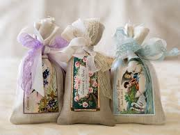potpourris are a fantastic choice for door gifts for its practicality and ability to last for some time