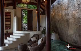 Erstaunliche 3 Schlafzimmer Villa Mit Wasserfall Und Meerblick