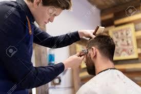 グルーミング髪型や人々 のコンセプト 男は床屋やトリマーの理髪店で