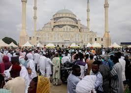 Türkiye tarafından inşa edilen Gana Milli Cami ve Külliyesi'nde ilk bayram  namazı kılındı
