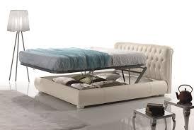 Letti matrimoniali con cassetti contenitori divani colorati