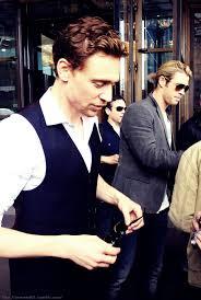 Tom Hiddleston Tom Hiddleston Girlfriend Foto von Boonie-37   Fans teilen  Deutschland Bilder
