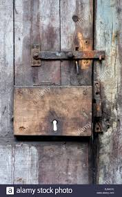 Old rusting shed door lock and latch Stock Photo: 80387424 - Alamy