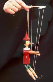 Resultado de imagem para marionetes charge
