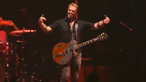 josh homme breaks up fight at queens of the stone age madison square garden concert