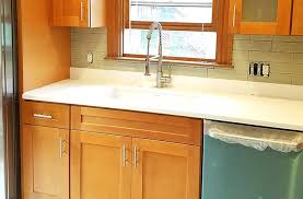 quartz countertops with maple cabinets honey shaker cabinets quartz countertops that go with maple cabinets quartz quartz countertops with maple cabinets