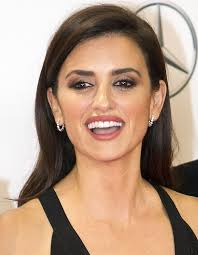 penelope cruz wore her glossy tresses down and made up her face with light smoky