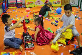 Nhiều trẻ thích lắp ráp mô hình, trải nghiệm đồ chơi Polesie