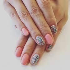 短い爪にも映えるネイルデザインを春夏秋冬別に紹介しますママもネイル