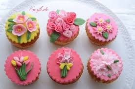 Spring Floral Cupcake Toppers With Fondant Ideal For Mothers Day