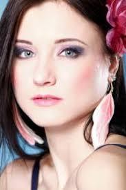 skin blue pink subtle cool toned makeup look