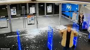 per pushes open s glass doors
