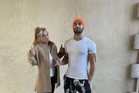 He and britney have been together for several years now, and while he seems unintimidated by the celebs who came before him, sam still has some big shoes to fill. Ahb2wo2qtry1xm