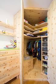 Deckenhoher Einbau Eckschrank Mit Besonders Viel Platz Für Sommer