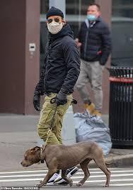 Jun 16, 2021 · justin theroux is currently batting 1.000 at the emmys,. Justin Theroux Gets Carried Away In A Beanie And Leather Gloves While Walking His Dog In New York Oltnews