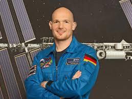 Astronaut Alexander Gerst An Bord Der Iss Kapsel Schön Gemütlich