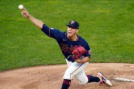 Twins trade pitcher José Berríos to ...