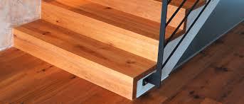 Treppenstufen mit teppich zu belegen ist eine sehr komplizierte und vor allem sehr aufwändige sache. Treppen Tapetenhalle Velbert Hartboden Teppich Tapeten Farben Sonnenschutz