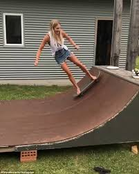 on friday elyse knowles flaunted her skateboarding skills on a
