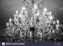 Kronleuchter Mit 30 Kerzen In Schwarz Und Weiß Stockfoto