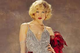 in her role as roxie hart in the 2002 chicago ms zellweger not only had to learn how to dance and sing but she also had to cut her hair