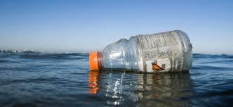 Resultado de imagen para imagenes de botellas de plástico llenas de agua