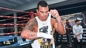 He reigned as the undisputed champion at cruiserweight in the late 1980s and at heavyweight in the early 1990s, and remains the only boxer in history to win the undisputed championship in two weight classes in the three belt era. R4hse1owbj2igm