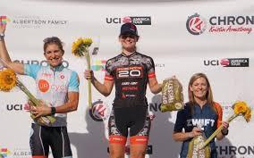 La détentrice du record d'endurance en cyclisme, Amanda Coker, se ...