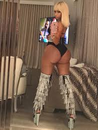 Niki manaj butt naked photo
