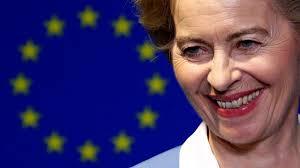 Ursula von der leyen bezradnie patrzy jak prezydent turcji erdogan i szef rady europejskiej siadają, a dla niej nie ma wolnego miejsca. Eu Zuruck In Die Zukunft Von Der Leyens Steiniger Weg Zuruck Nach Brussel Luzerner Zeitung
