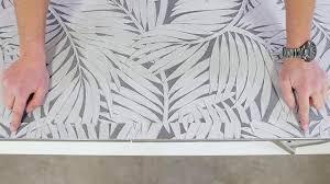 Tapezieren Fenster Ber Dem Fenster Wird So Viel Tapete Nach Unten