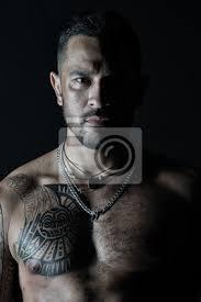Fototapeta Vousatý Muž S Tetovaný Hrudník Macho Se Sexy Holým Trupem Fit
