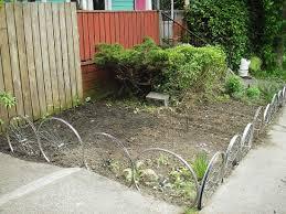 17 Simple and Cheap Garden Edging Ideas For Your Garden (9)