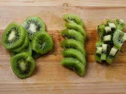 Cách gọt kiwi, hướng dẫn 4 cách bổ quả kiwi nhanh, đúng mà đẹp mắt