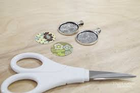 diy paper and resin pendant necklace cut paper into circles that fit snugly in bezels
