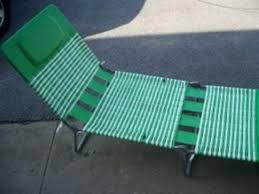 simple folding lounge beach chair