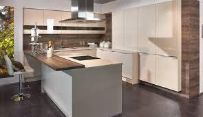 Küche Weiss Hochglanz Mit Braun Fliesen
