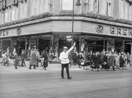 Straßenverkehr am Bahnhof Berlin Alexanderplatz 1937-15 - Foto -  Historiathek