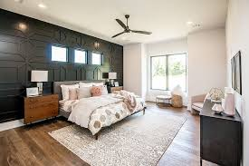 Over 20 years of experience to give you great deals on quality home products and more. Dark And Dramatic Give Your Bedroom A Glam Makeover With Black Accent Wall