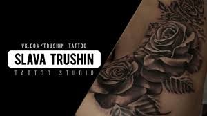 Slava Trushin Tattoo розы на бедре