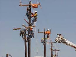 electrical power line installers and repairers line installers and repairers dangerous jobs askmen