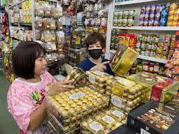 Đa dạng các loại bánh kẹo ngoại - Báo Bà Rịa Vũng Tàu Online