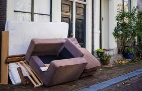 Resultado de imagen para año nuevo en italia lanzan muebles
