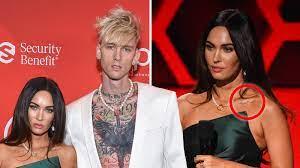 Furieuse contre son ex, elle pousse un coup de gueule sur les réseaux sociaux. Megan Fox Debuts Tattoo Tribute To Boyfriend Machine Gun Kelly Capital Xtra