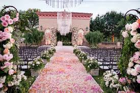 omber petal aisle runner ideas for indoor and outdoor wedding