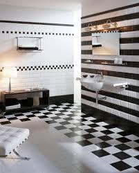 Schwarz Weiß Look Im Badezimmer Hocker Wandregal
