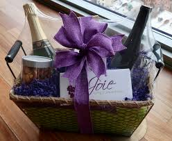 chagne and roses gift basket