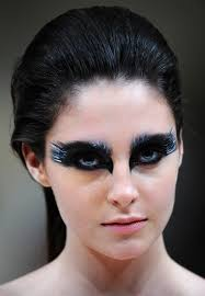 black swan inspired make up in jean louis sabaji spring summer runway 2018