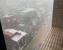 台北市 / 木下翠 林志純 報導 除了台北車站、,總統府、松山機場,這些紅色標示的大部分台北市區,到了2050年如果颱風來襲,就幾乎都可能淹在水裡,以全台灣來看,大約2120平方公里面積,泡在水中,差不多台南市這麼大,綠色和平專案主任張皪心:「2050年去避免災難性的這些衝擊的話,其實減. 1sgrltvxsyj7am
