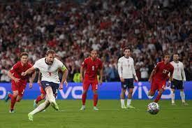 EURO 2020'de İngiltere - Danimarka maçında sahadaki ikinci top iddiası